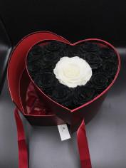 Black & White Love online